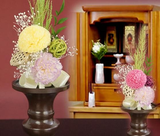 白と赤とピンクの仏花